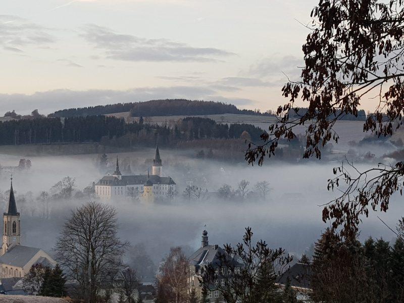 Neuhausen im Nebel